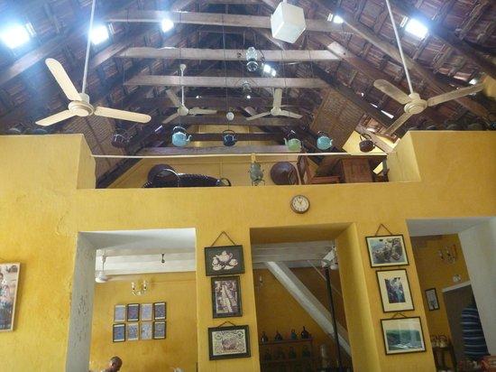 Teapot Cafe : intérieur salle en haut