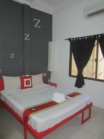 The Mad Monkey Hostel Phnom Penh: Room 5 (deluxe room)