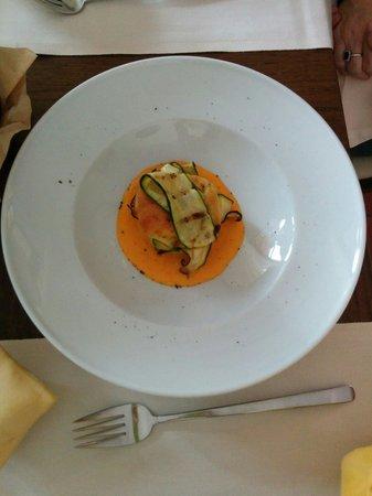 Il Boccone del Prete : Muffin con zucchine e salsa zafferano