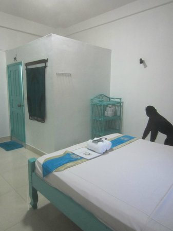 Mad Monkey Hostel Phnom Penh: Room 7 (standard room)