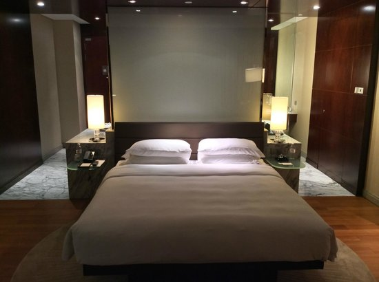 Gallery For Grand King Bed Vs King