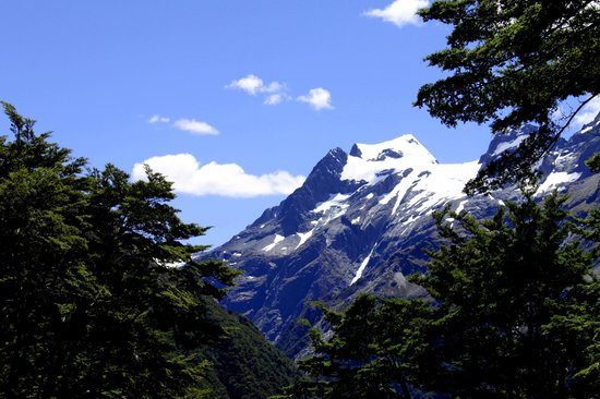 Ultimate Hikes: Routeburn Trackからの景観