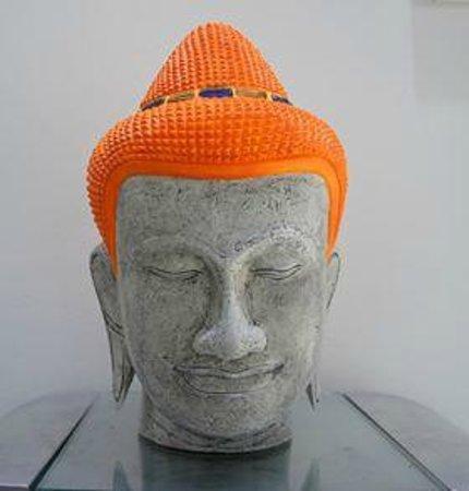no bla bla station: Bouddha head