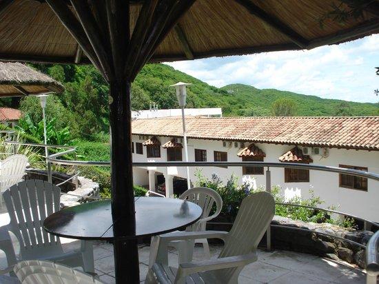 Portezuelo Hotel: Vista del hotel desde la piscina