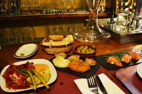 Tapeo de Cervantes: Nydelige tapas servert på bardisken