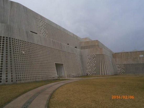 Okinawa Prefectural Museum & Art Museum: 裏口