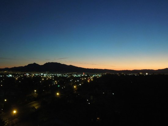 Hilton Grand Vacations on Paradise (Convention Center): Sunrise from bedroom.