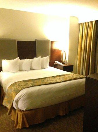 Hilton Grand Vacations Suites - Las Vegas (Convention Center): Comfortable bed!