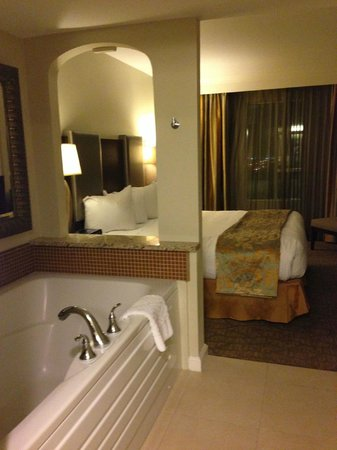 Hilton Grand Vacations Suites - Las Vegas (Convention Center): View of the bedroom from the jacuzzi.