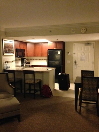 Hilton Grand Vacations Suites - Las Vegas (Convention Center): Dining area and great kitchen
