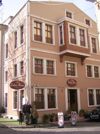 Hotel Sultan House: Front view of hotel