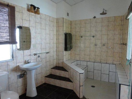 Hotel Boca Brava : Salle de bain de la chambre principale