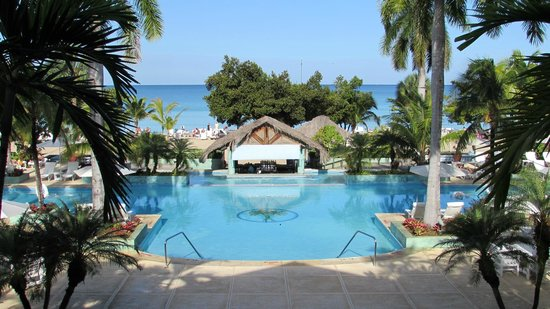 Couples Negril : Looking down at the pool from the main lobby!