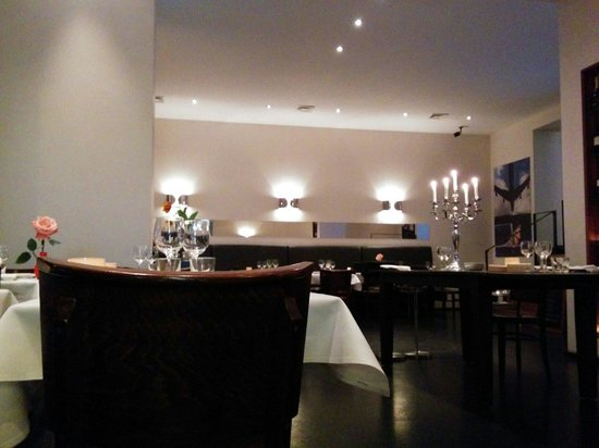 Twenty Six: Restaurant setting.