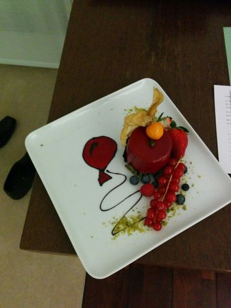 SIDE Design Hotel Hamburg: A delicious treat left in my room one evening!