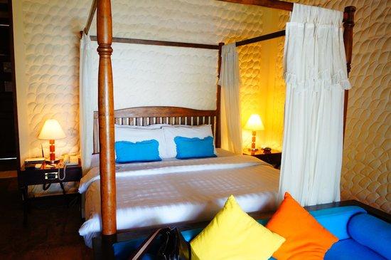 Olhuveli Beach & Spa Maldives : Наш номер в бунгало