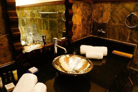Olhuveli Beach & Spa Maldives : Ванная комната