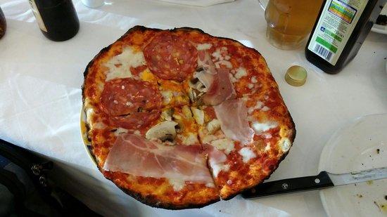Ristorante dei Musei: Pertinho do Museu do Vaticano, que bela pizza! Restaurante Al Museu