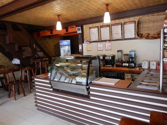 V and V Bagel: Bagel & cake space