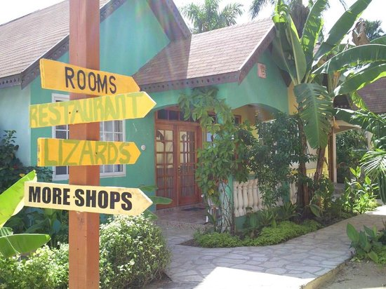 The Boardwalk Village Hotel : Cute little village