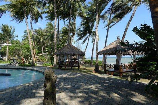 Turi Beach Resort: view of the beach and pavilions