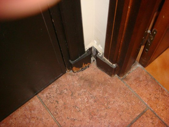 Hotel Kenzi Farah : peinture defraichie ,  manque d entretien