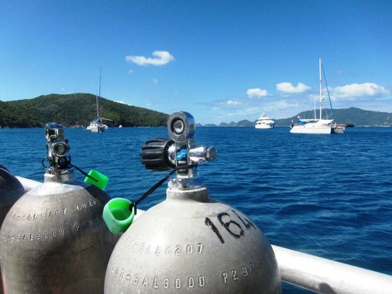 Sail Caribbean Divers: The scenery is amazing