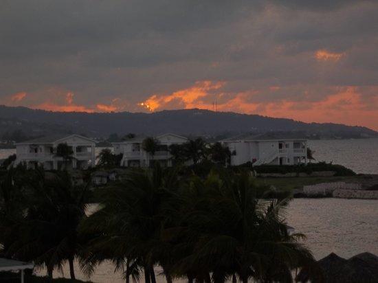 Grand Palladium Jamaica Resort & Spa: Sunset at hotel
