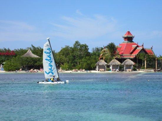 Sandals Royal Caribbean Resort and Private Island : Free Hobie Cats!