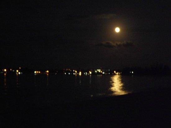 Breezes Resort & Spa Bahamas : full moon