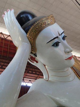 Chaukhtatgyi Buddha : Bouddha couché de Chauk Htat Gyi