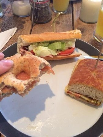 PIQNIQ: bagel au saumon, sandwich club et italian sandwich