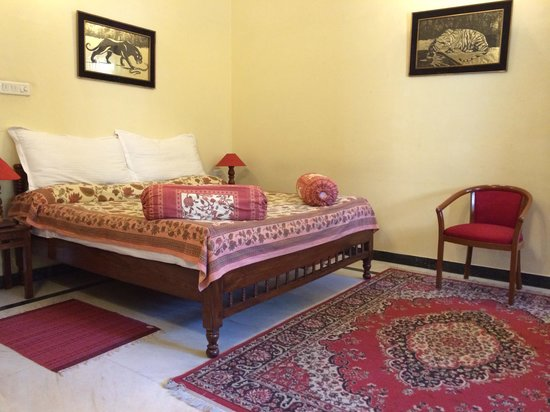 Devi Niketan Heritage Hotel: Our room