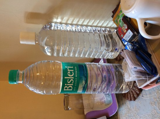 Devi Niketan Heritage Hotel: New bottles water would have been better