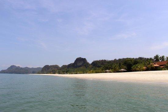 Four Seasons Resort Langkawi, Malaysia: FS Langkawi's long white private beach