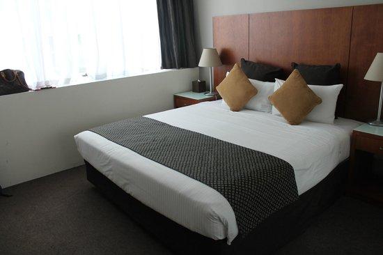Park Regis Griffin Suites: room