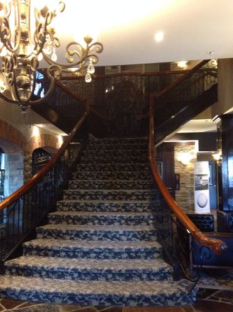 Stone Mill Inn : Front staircase is phenomenal.