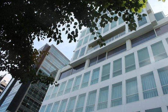 Park Regis Griffin Suites: the building
