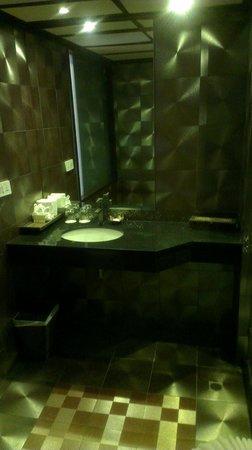 Baan Laimai Beach Resort: Bathroom 1