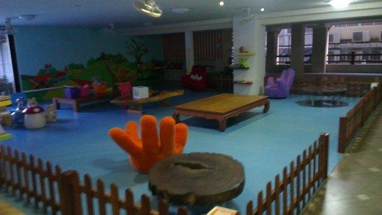 Baan Laimai Beach Resort: Children Play Area