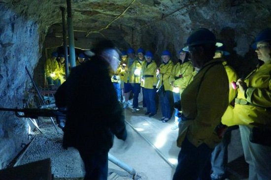 Copper Queen Mine: Our guide explaining things.
