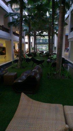 Baan Laimai Beach Resort: Sitting Area