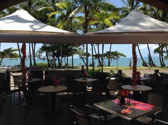 Aloha Bar And Grill: What a view...