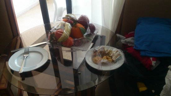 Royal Mirage Agadir Hotel : Fruit and sweets left in room