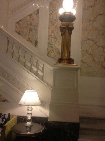 Kimpton Hotel Monaco Baltimore Inner Harbor: Stair way