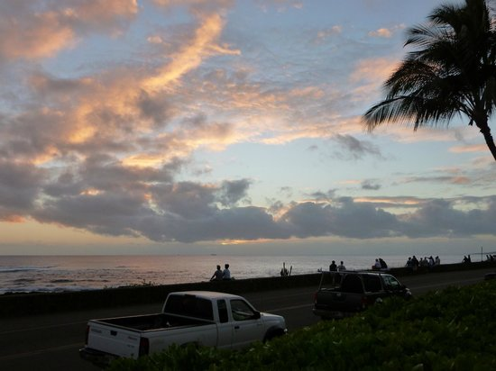 Poipu Kapili: Sunset on the patio