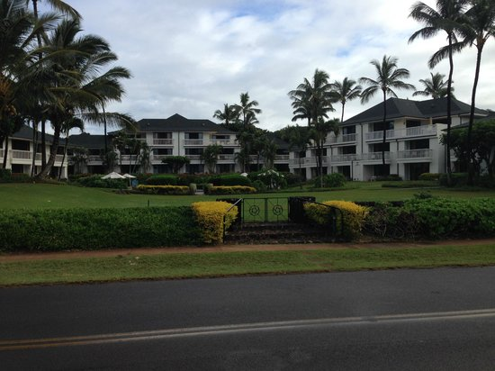 Poipu Kapili: The Grounds