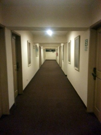 Hotel Jose Antonio Cusco: Hallway-Bland