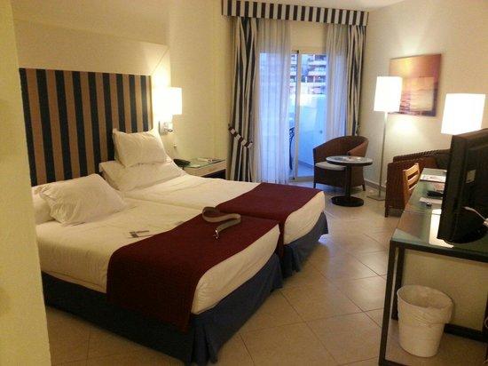 H10 Estepona Palace: habitacion
