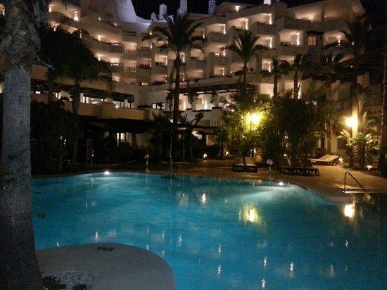 H10 Estepona Palace : piscina
